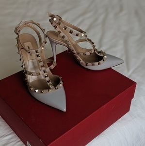 VALENTINO Garavani Rockstud heels powder gray 7.5